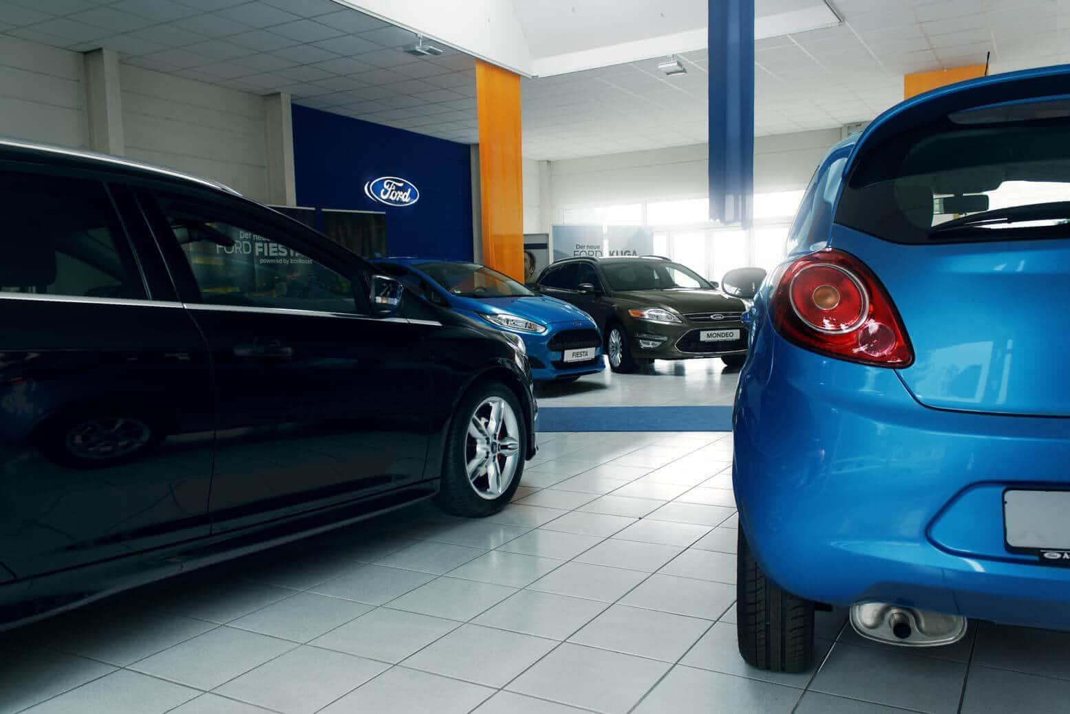 Showroom in einem Ford Autohaus. Shoot für Autodienst-Weißenfels