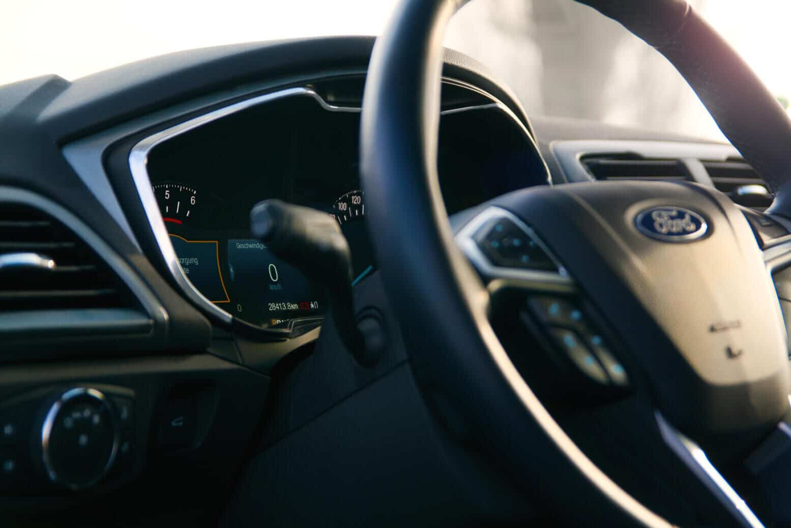 Ford Mondeo 2018 Modell im Herbst Interior